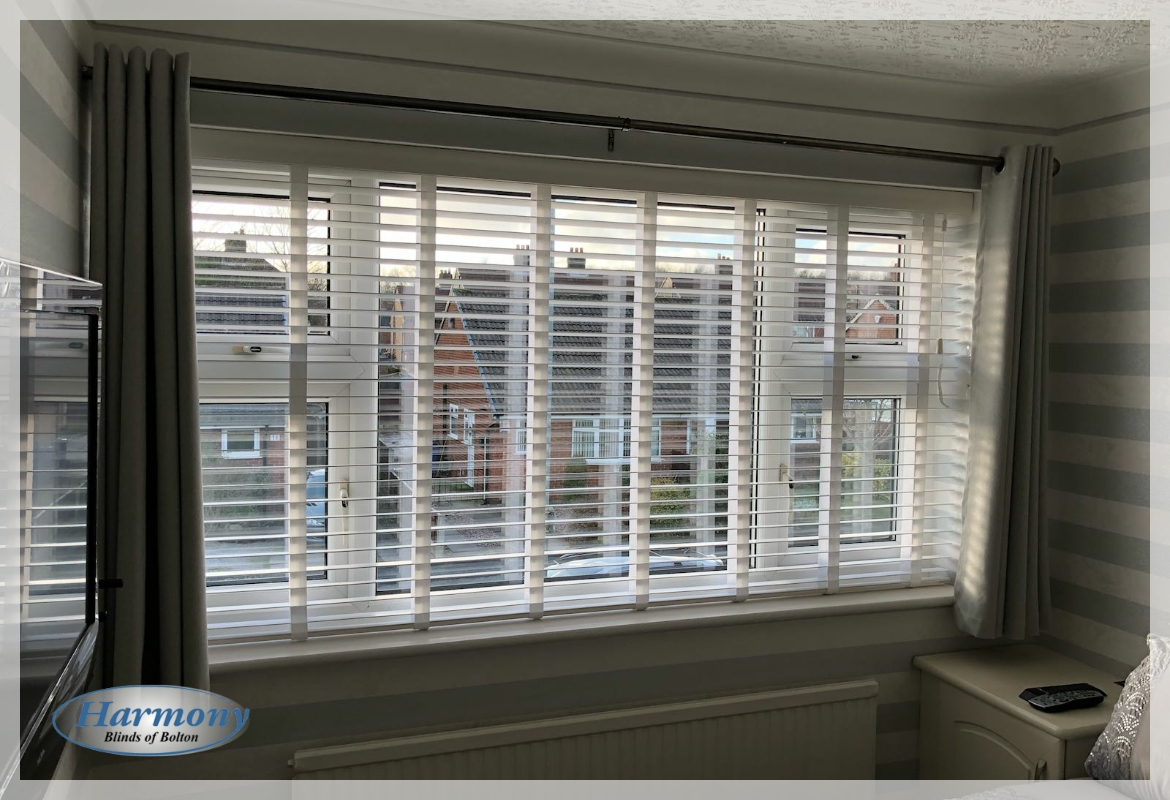 Wooden Blinds With Tapes In Striped Decor Bedroom