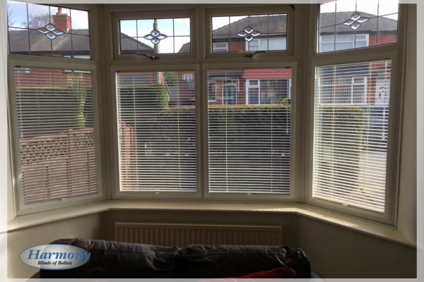 Cafe Style Bay Window with Perfect Fit Venetian Blinds